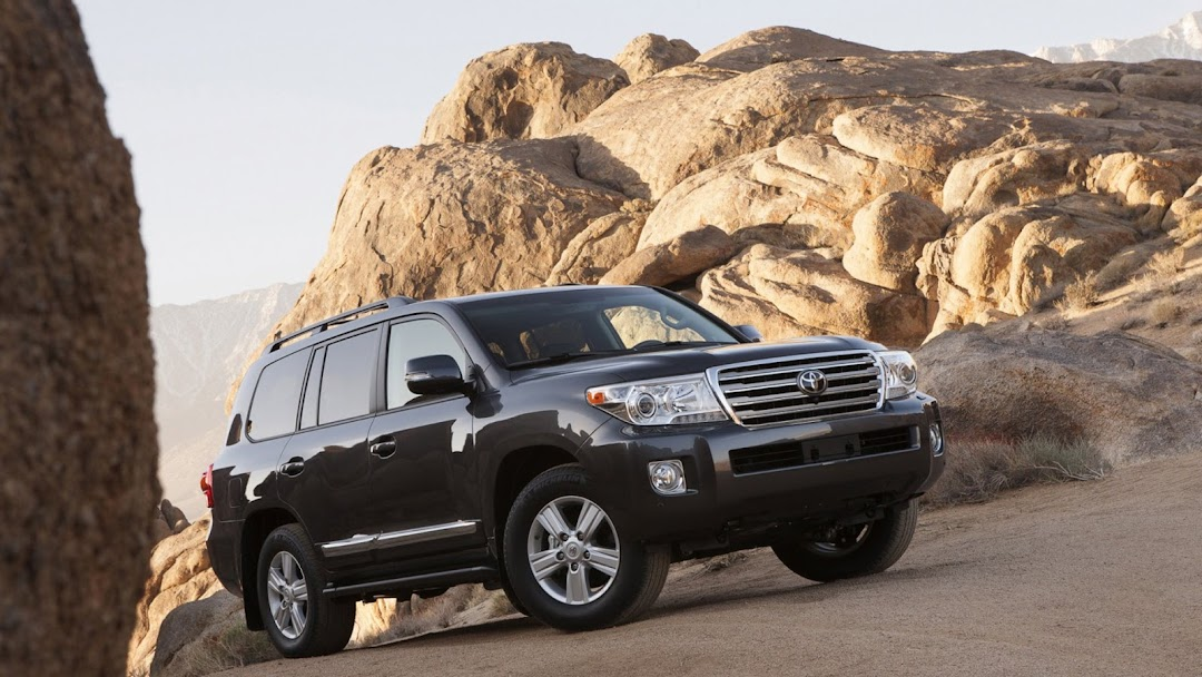 2013 Toyota Land Cruiser HD Wallpaper 1
