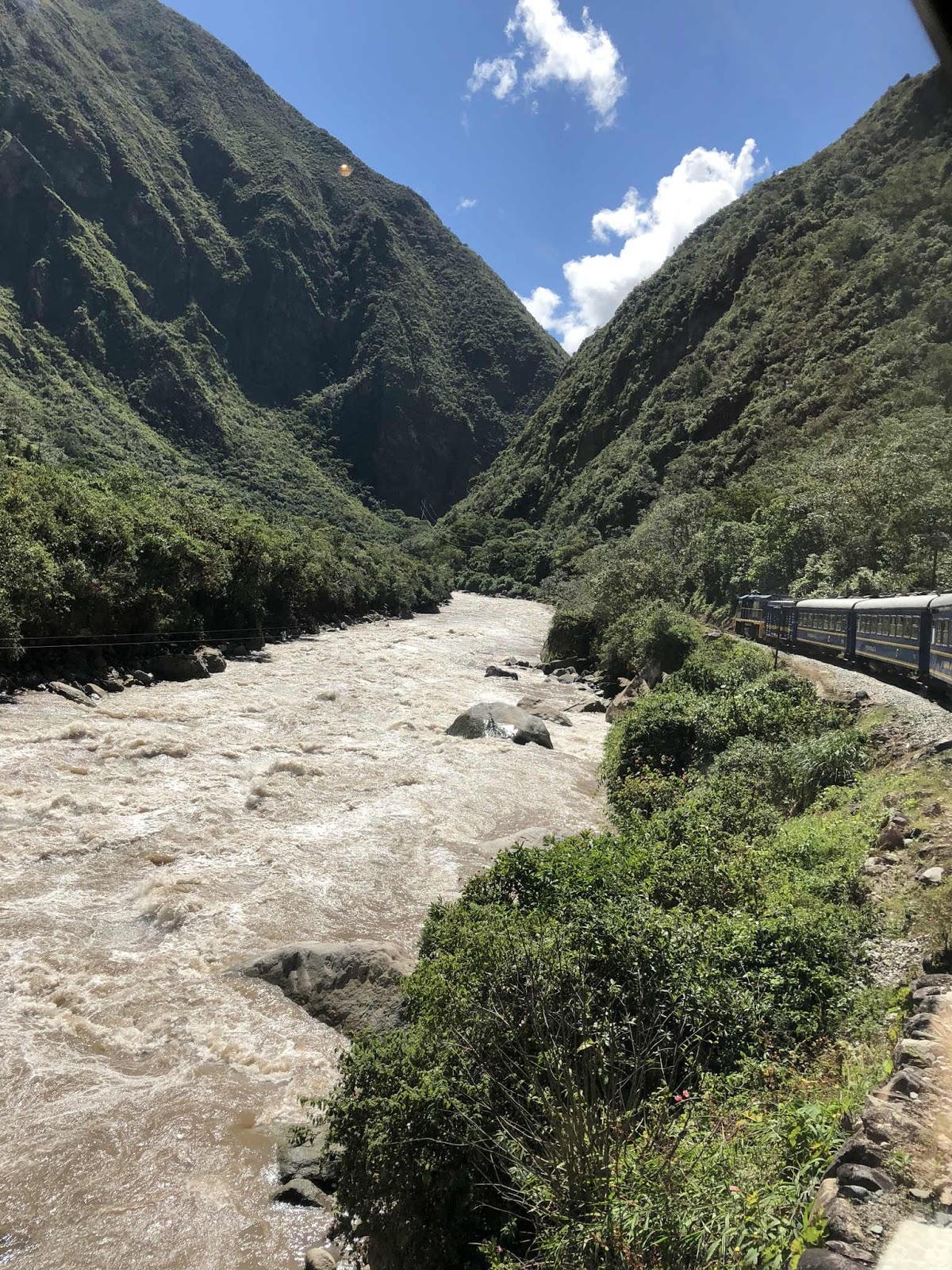 trem de Ollantaytambo para Aguas Calientes