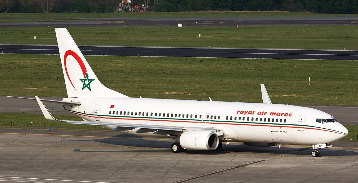 Caccia da guerra scortano volo aereo Casablanca-Parigi.