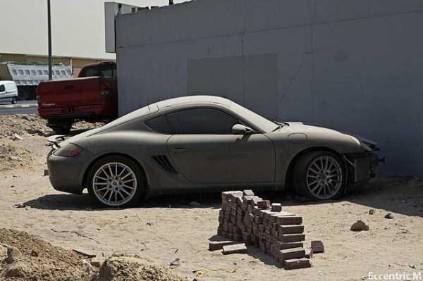 Kuburan Mobil Mewah di Dubai