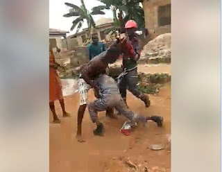 Man Fights PHCN Official With Machete Over Light Disconnection In Lagos