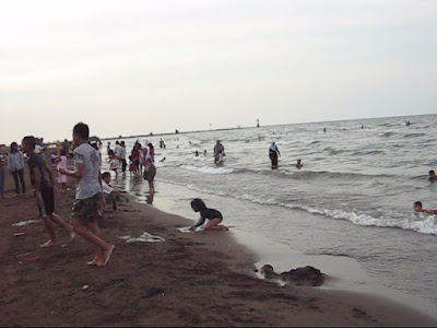 Pemandangan di Pantai Sigandu Batang