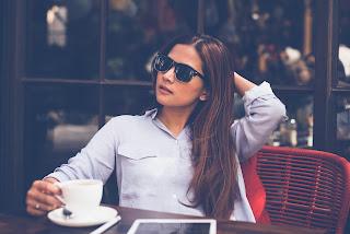 Woman driking coffee