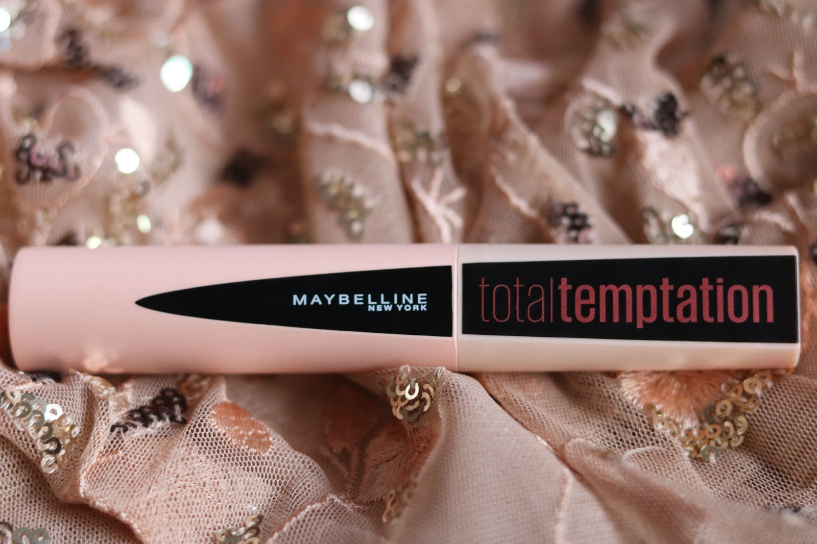 9ffa1081561 But as a beauty blogger you love to try new stuff and especially if you  like everything with coconut and this new mascara from Maybelline should  smell after ...