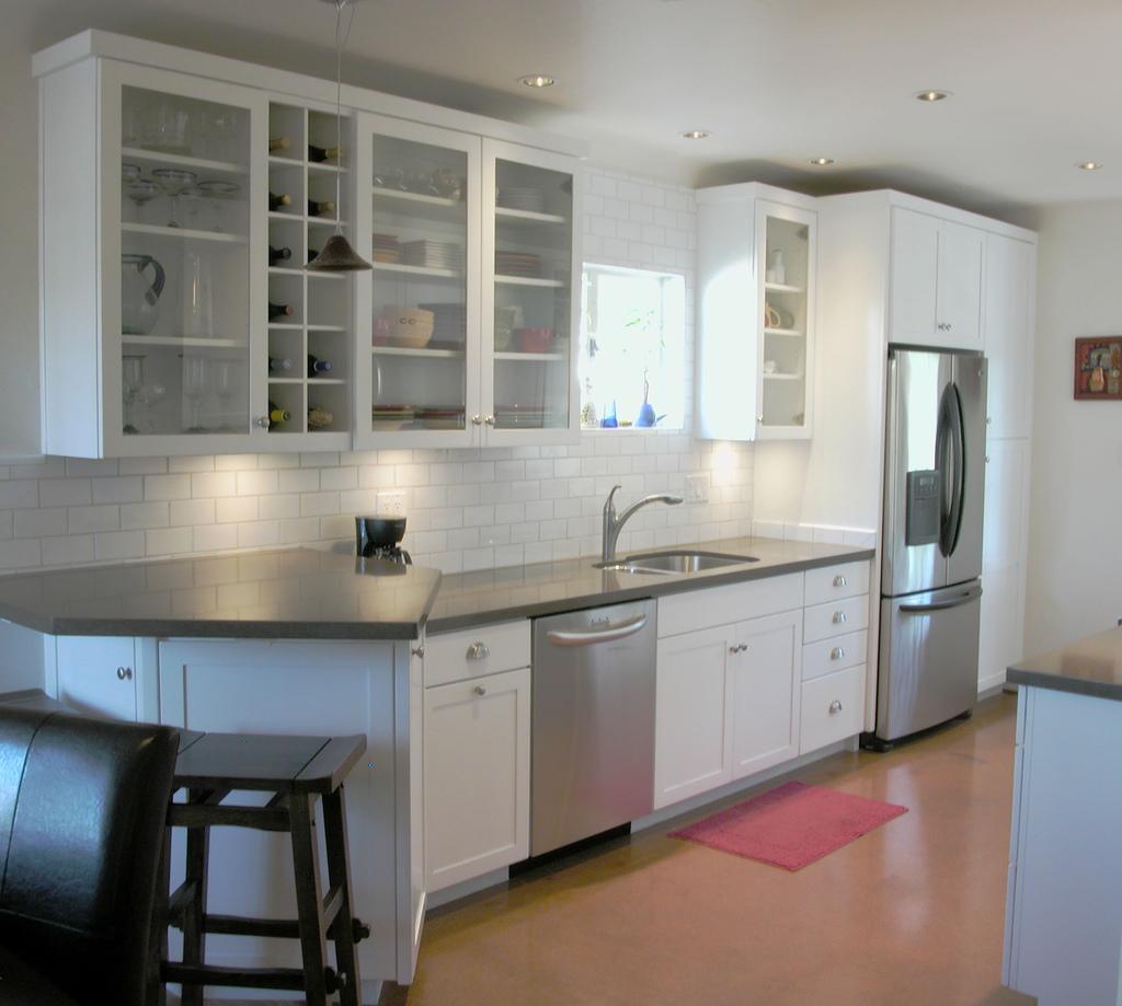 Kalau Untuk Dapur Yang Tak Begitu Luas Susun Atur Kabinet Macam Ni Memang Sesuai Sebab Dengan Sikit Serta Peti Sejuk Di Dekat Supaya Memudahkan
