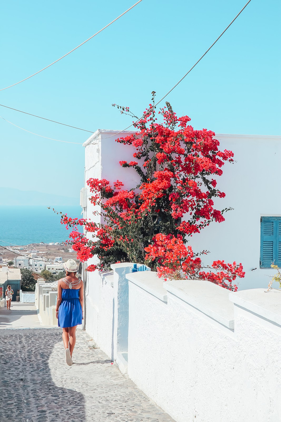 Walking the small streets of Oia