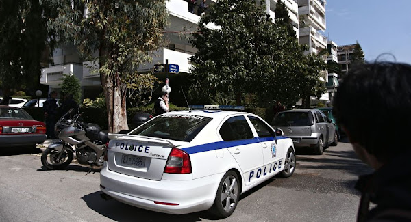 Στο αστυνομικό τμήμα οι γονείς και η γιαγιά του βρέφους που έχασε τη ζωή του από επίθεση ροτβάιλερ