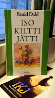 http://villasukkakirjahyllyssa.blogspot.fi/2016/11/roald-dahl-iso-kiltti-jatti.html