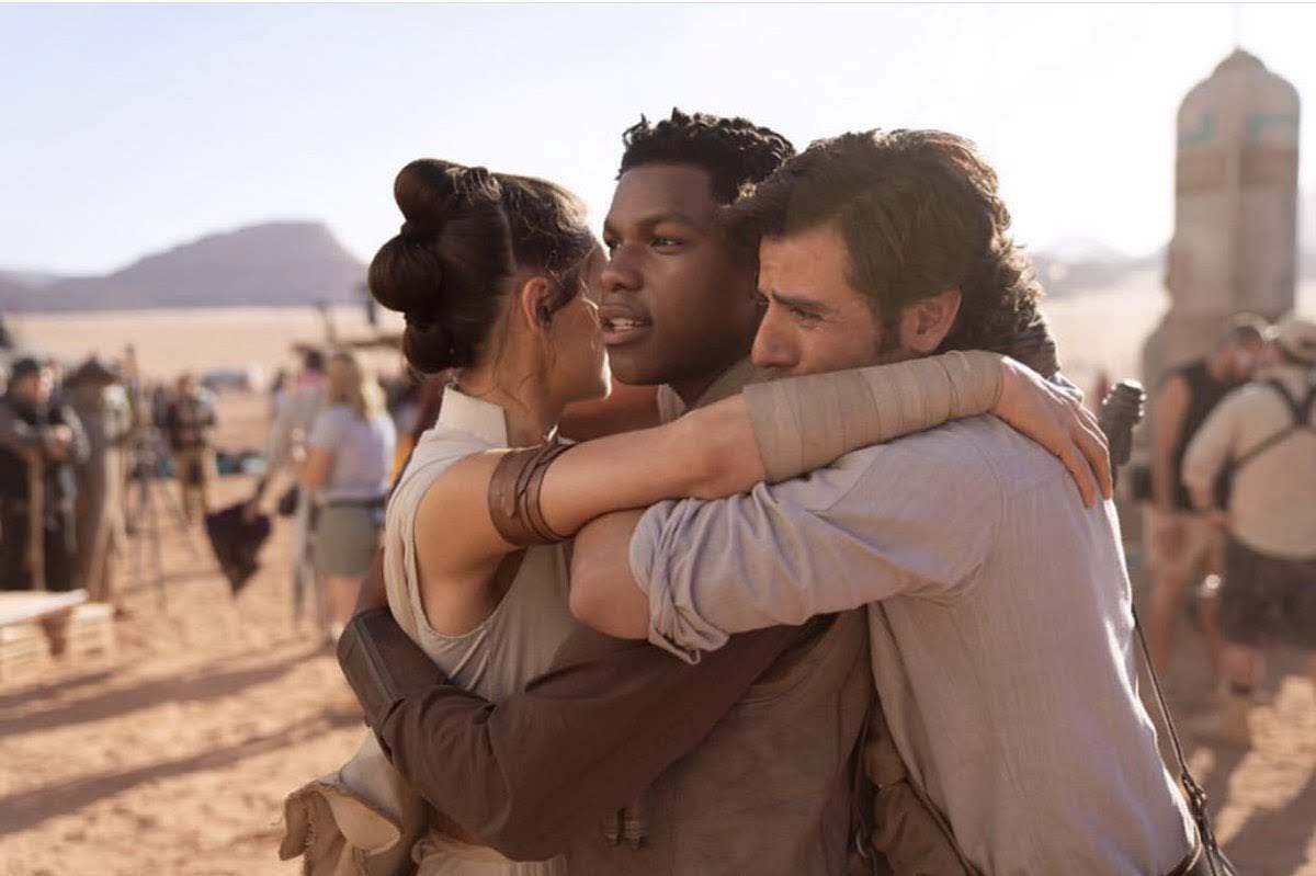 Star Wars :「スター・ウォーズ」覚醒トリロジーの完結編「エピソード9」のポスターが公式のリリースに先がけて、案の定、ネットに流出 ! !、新キャラクターを含めた登場人物のプロモ・イメージまで披露されてしまった ! !