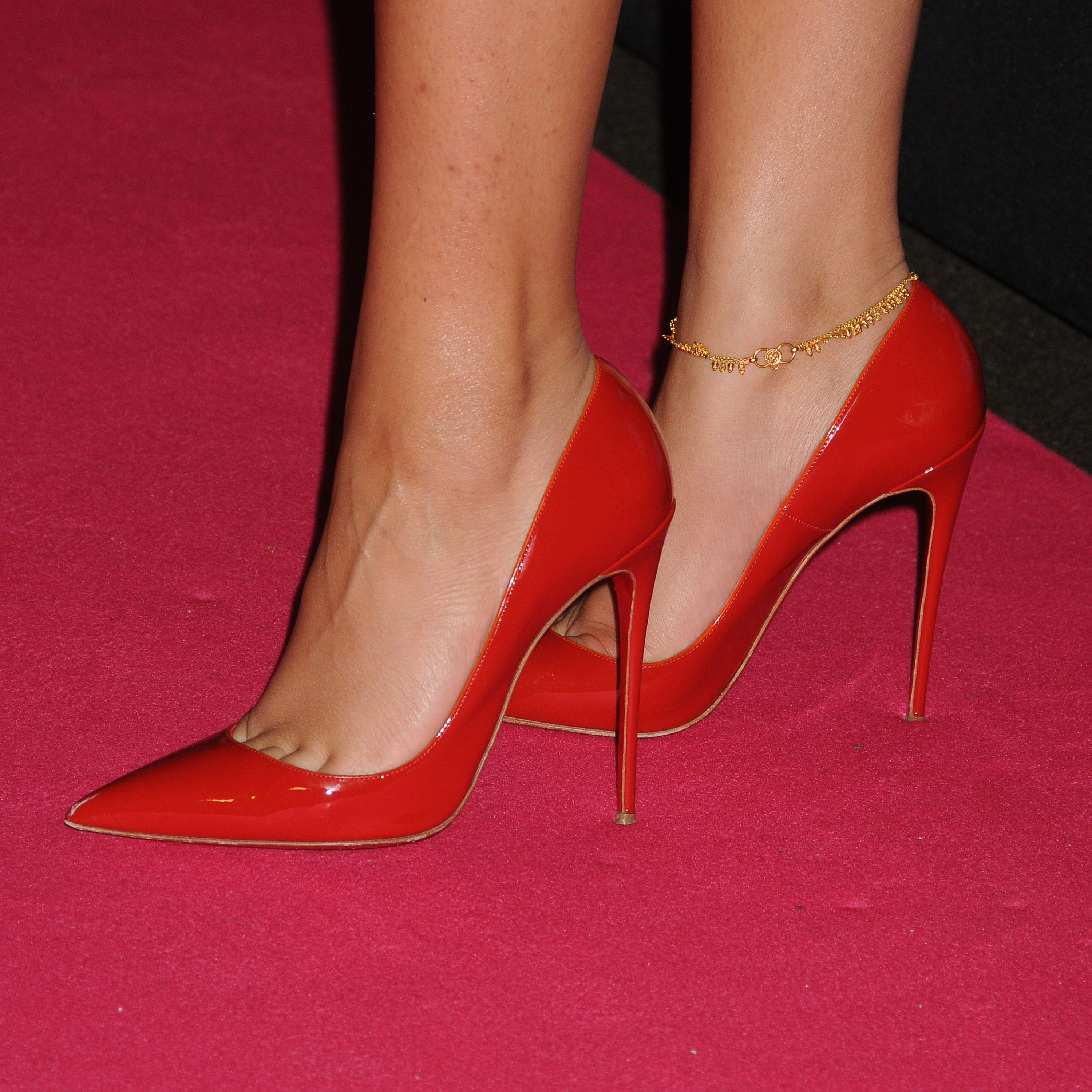 What Looks Good With Red Shoes