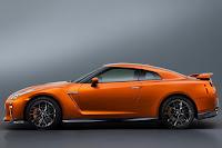 Nissan GT-R (2017) Side
