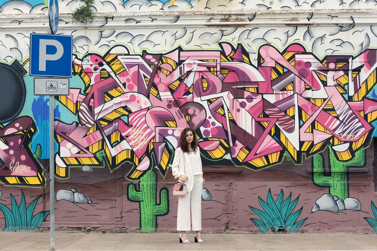 fashion style blogger outfit ootd italian girl italy trend vogue glamour pescara total white zara blazer culotte pink bag necklace Bijou Brigitte asos sandals heels sophia webster