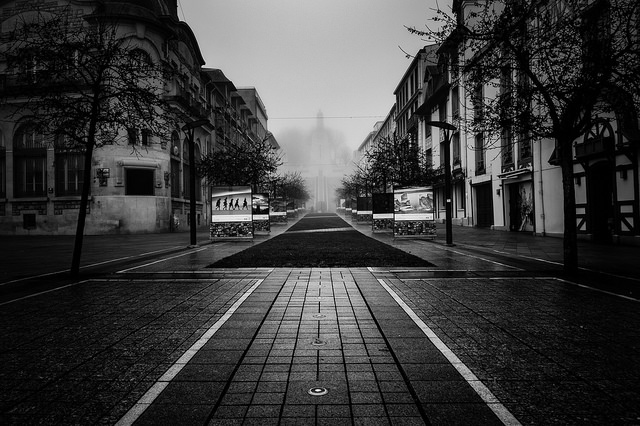 Photo de l'avenue de la victoire a verdun tout embrumée
