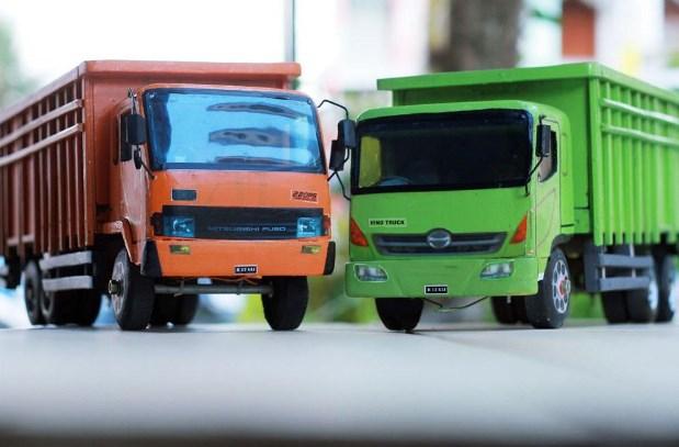 mainan truk hino lohan dari kayu