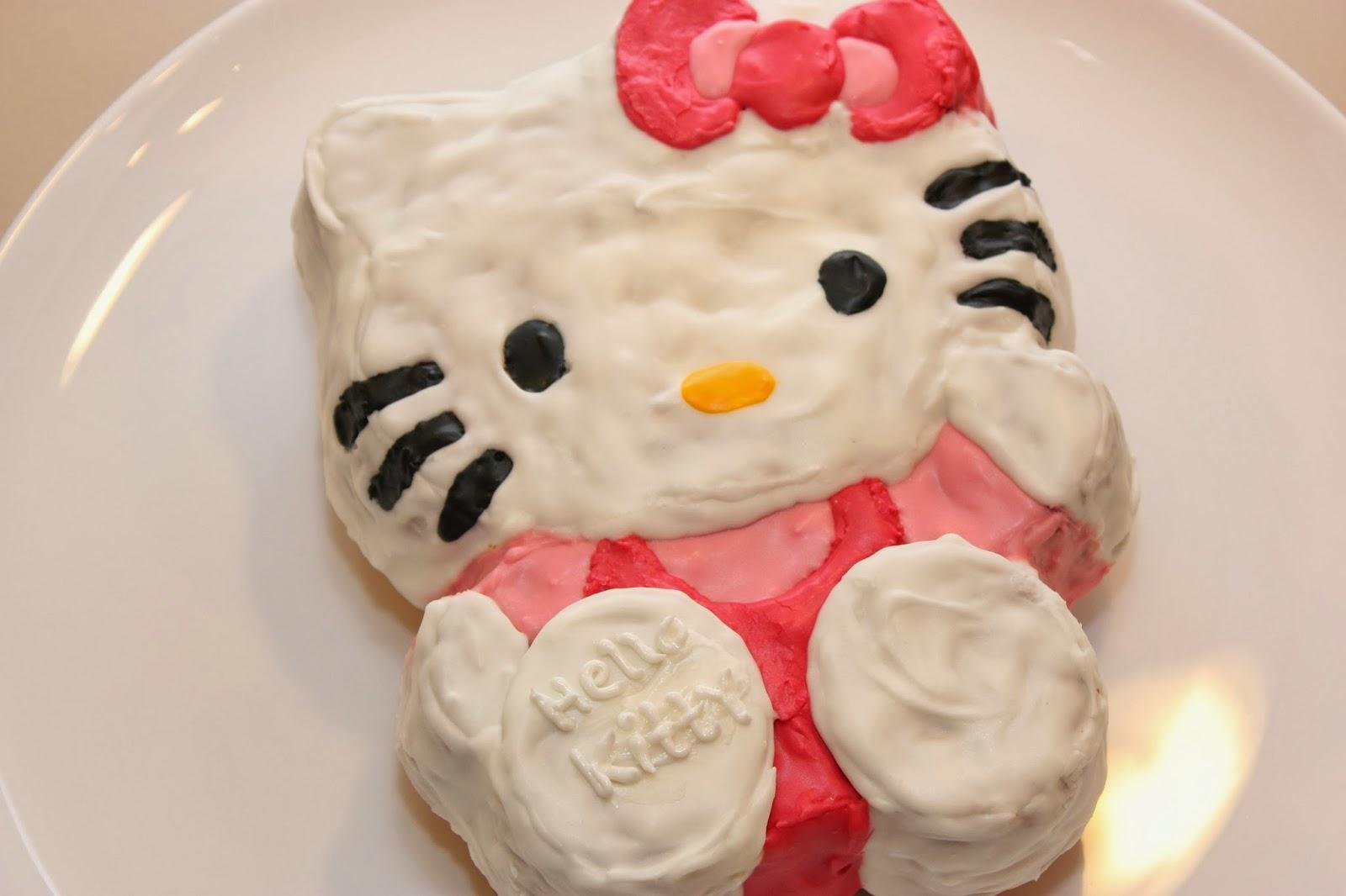Tortchenliebe Made With Passion Hello Kitty Kuchen Und Keksformchen