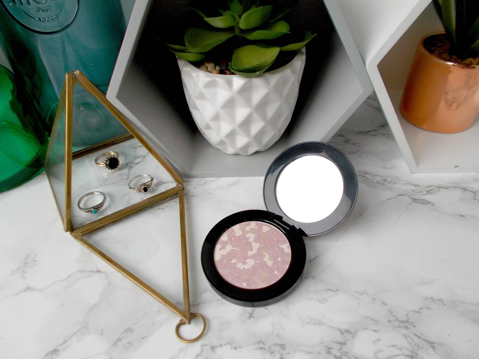 Vincent Longo La Bella Luce Highlighter in Flora review