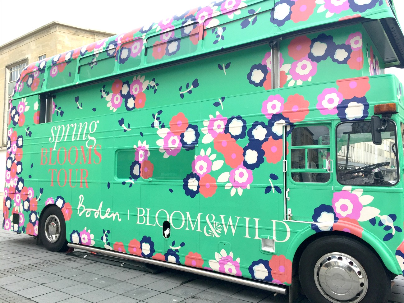 boden clothing, boden code, British Clothing, boden spring bloom tour, bloom & wild, floral dresses, spring dresses, green bus, tour bus, fasion bus, fashion outlet