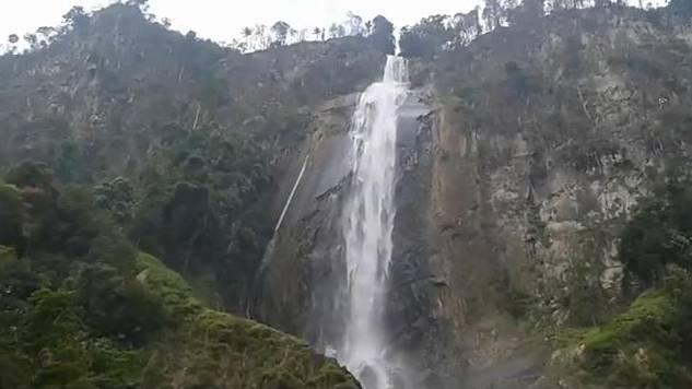 Objek Wisata Air Terjun Sigura-Gura Toba Samosir, Sumatera Utara