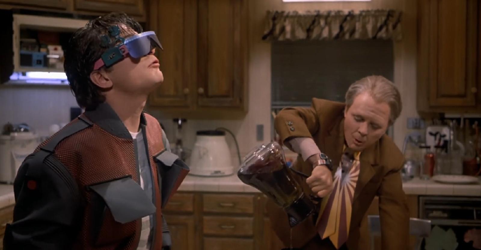 Smart Google pada film Back to the Future Part II (1989) - 4 Teknologi Film Fiksi Ilmiah Yang Menjadi Kenyataan
