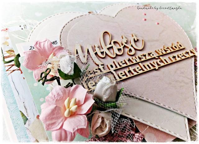 ozdoby na kartce -serca, tekturki i kwiaty z papieru