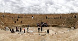Anfiteatro romano de Cesarea visto desde el escenario
