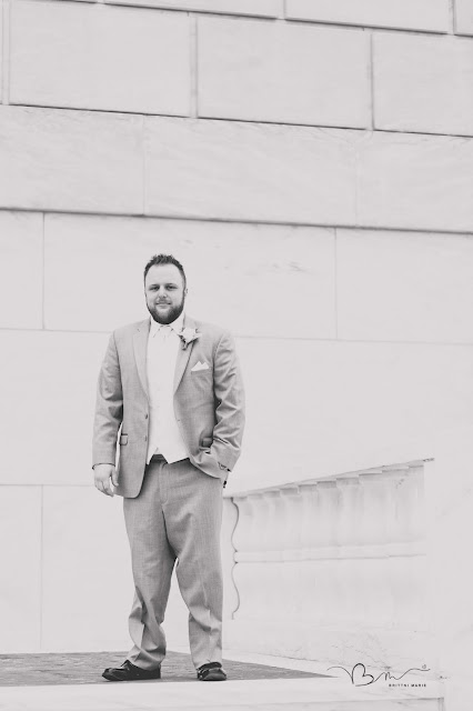 groom in front of the detroit institute of arts posing