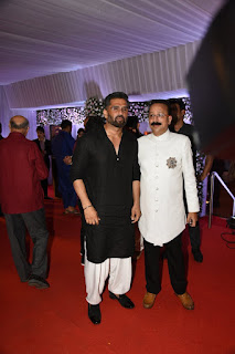 ईद के मुबारक मुक्के पर बाबा सिद्दीकी के घर इफ्तार पार्टी में पहुंचे बॉलीवुड सेलेब्स