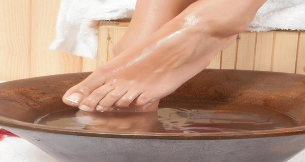 Soak Your Feet In Warm Water With Garlic For 30 Minutes And Watch The Results!You'll Regret Not Knowing This Earlier!