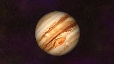Después de un viaje de cinco años,que cubre casi dos mil millones millas en el espacio exterior, nave espacial Juno de la NASA finalmente entró en órbita alrededor de Júpiter el 4 de julio. El profesor Ravit Helled, del Departamento de Ciencias de la Tierra, de la Universidad de Tel Aviv, jugó un papel importante en conseguirlo.