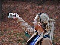 Gunakan Trik Ini Agar Foto Selfiemu Terlihat Lebih Baik