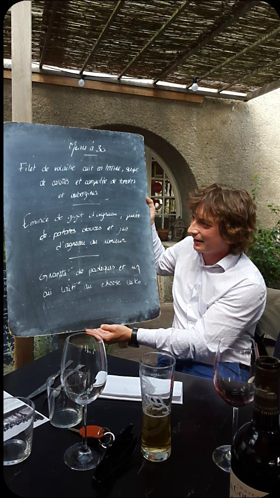 Nicolas Prince vom Château Prince Larquey hält die Tafel | Arthurs Tochter Kocht von Astrid Paul