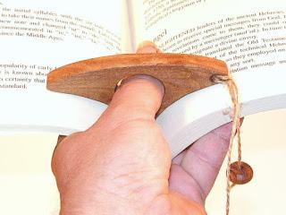 Rozwieracz książek na kciuk