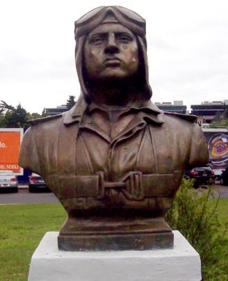 Foto al monumento de José Abelardo Quiñones