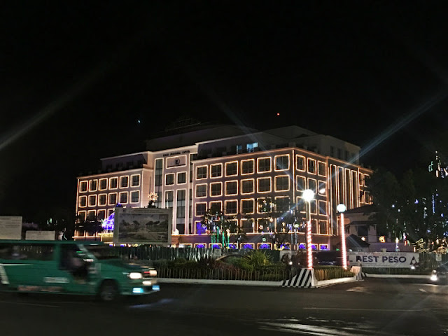 HOW TO GO TO ILOILO PROVINCIAL CAPITOL (A.) If you are staying at Days Hotel Iloilo, the capitol is just a close walking distance. (B.) If from the city center, ride any jeepney that passes by Iloilo Provincial Capitol.
