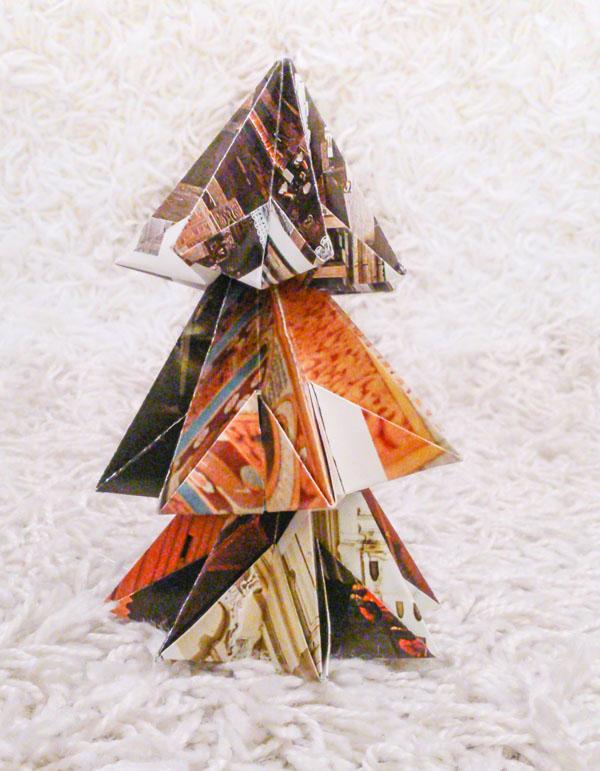 Origamikuusi kolmesta tähtilyhdystä