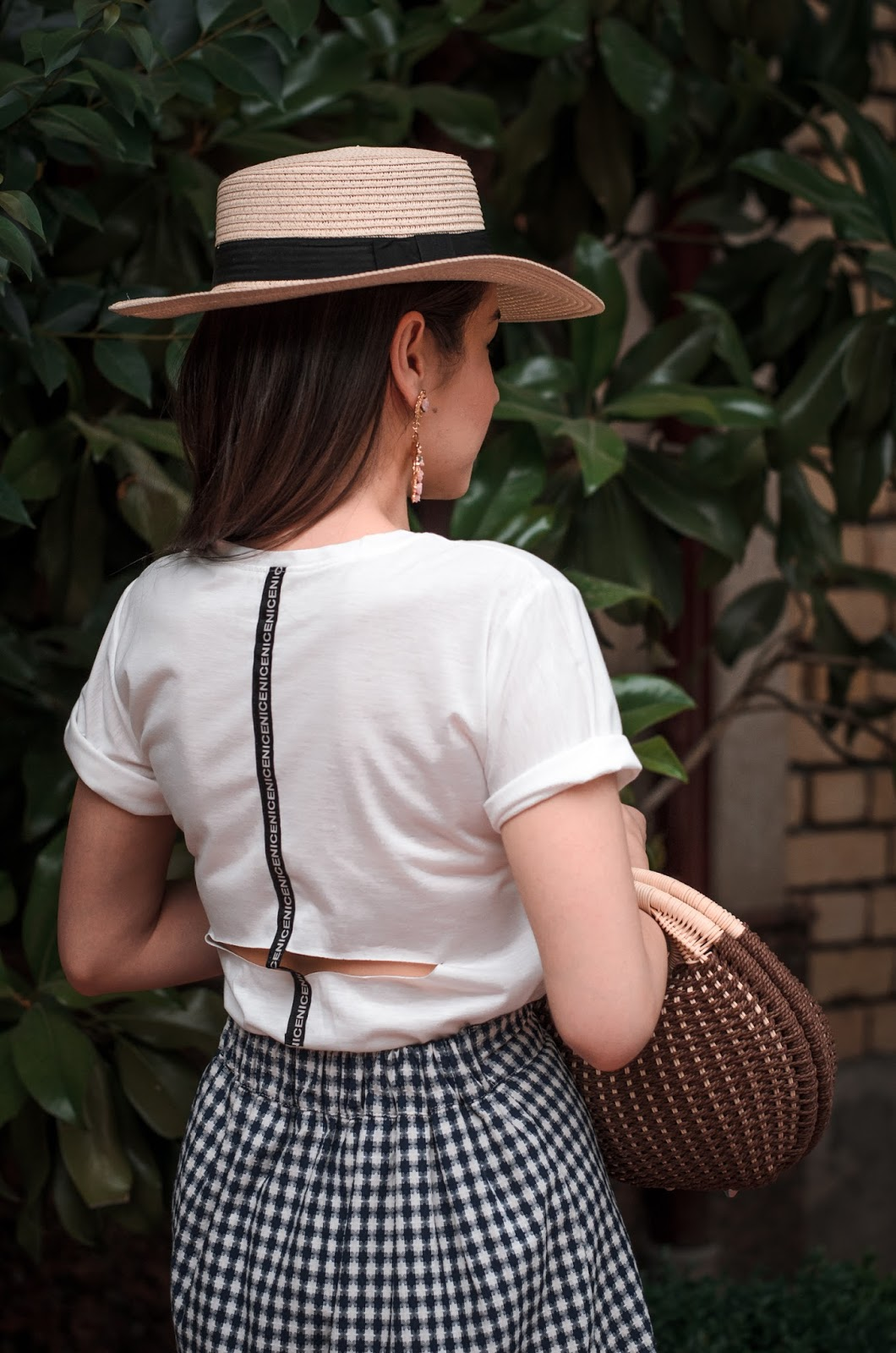 fashion blogger diyorasnotes diyora beta white t-shirt straw hat straw bag statement earrings