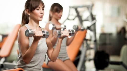 L'activité physique permet d'affiner et muscler ses bras