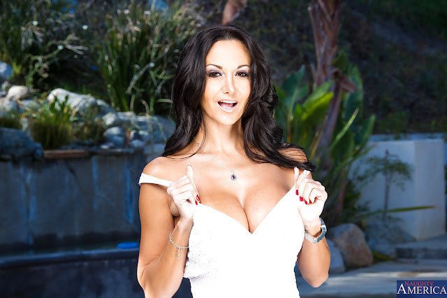 Ava Addams films unforgettable outdoor solo - PORN BABES