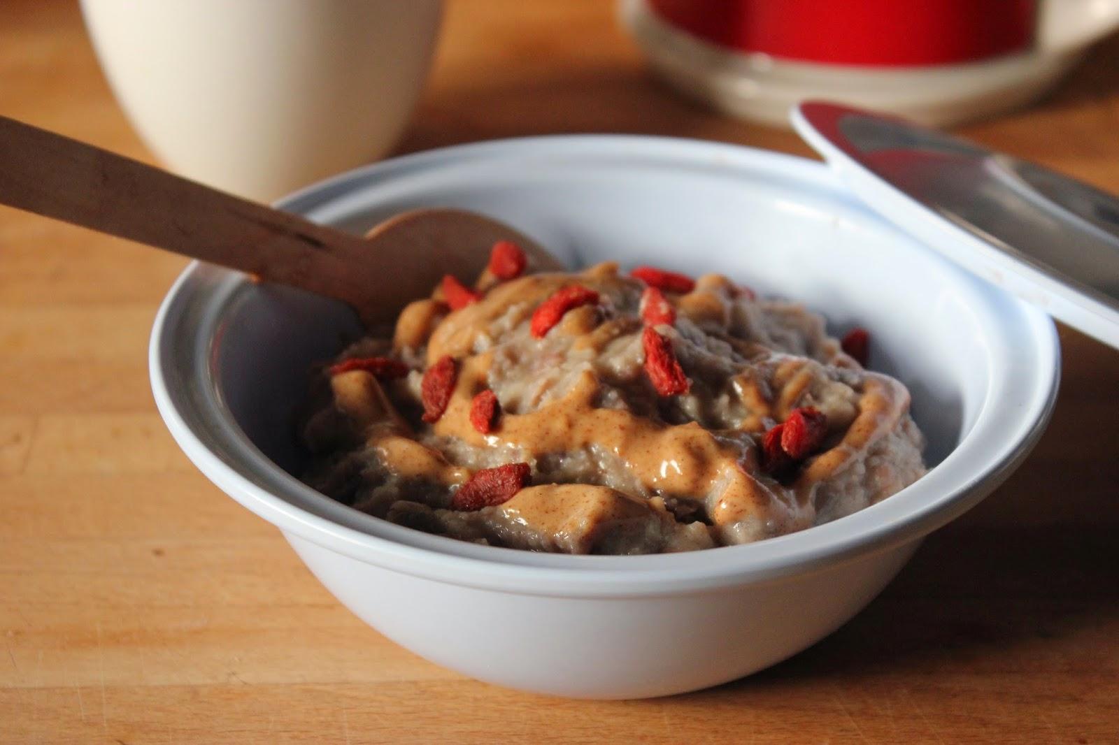 https://cuillereetsaladier.blogspot.com/2015/03/porridge-proteine-du-matin-vegan-et.html