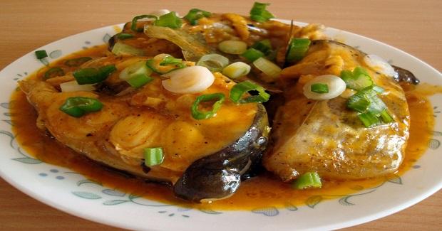 Adobadong Pantat / Adobong Hito (Stewed Catfish) Recipe