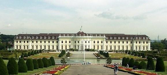 Château-de-Ludwigsbourg-près-de-Stuttgart-en-Allemagne.JPEG