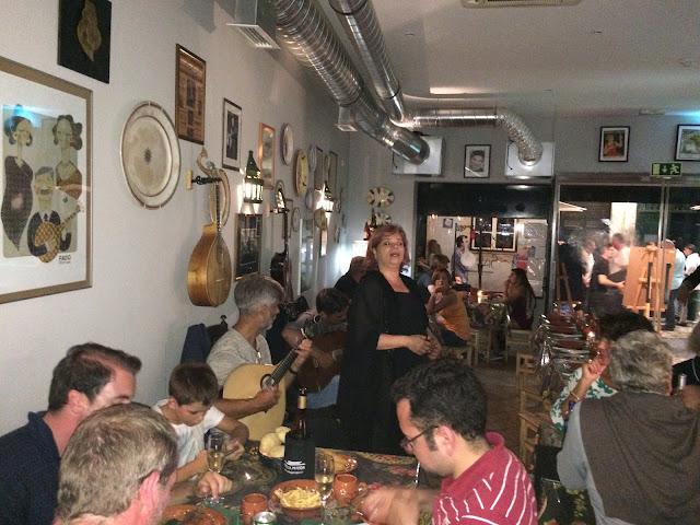 Show de Fado num Restaurante Típico - Bairro Alto - Lisboa - Portugal