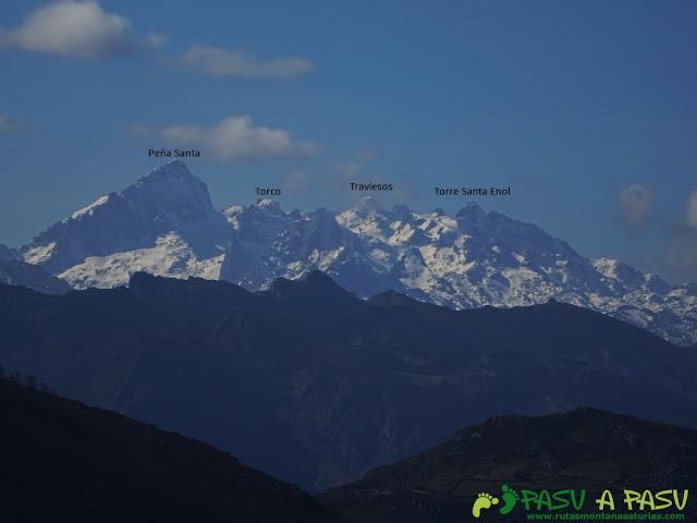 Ruta a la Pica de Peñamellera: Vista del Macizo Occidental de Picos de Europa