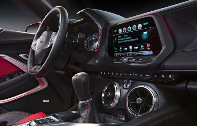 2016-chevy-camaro-interior-gear-shifter-steering-wheel-infotainment-system-display-and-features-control