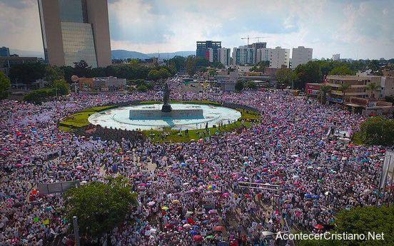 Marchan contra matrimonio gay en México