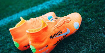 5215ff1e5 Mbappé Trains in Exclusive Nike x Off-White Mercurial Superfly 360 Boots