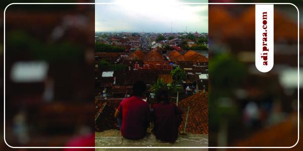 Berduaan menikmati suasana Kota Jogja dari Ketinggian Bangunan Pulo Kenanga | adipraa.com