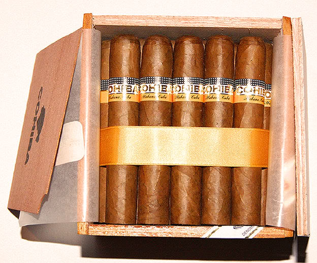 Vapour Taster: Hecho A Mano - Cohiba Robusto by BlueprintDK