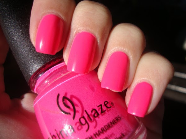 CHINA GLAZE - SHOCKING PINK (NEON) & ESSENCE - HELLO HOLLO