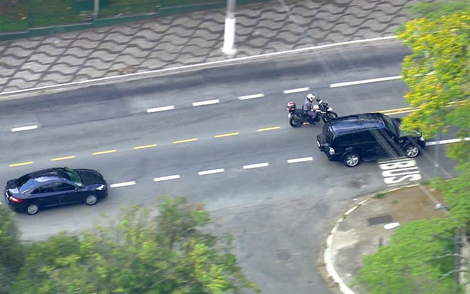 Candidato Jair Bolsonaro recebe alta e deixa hospital em São Paulo